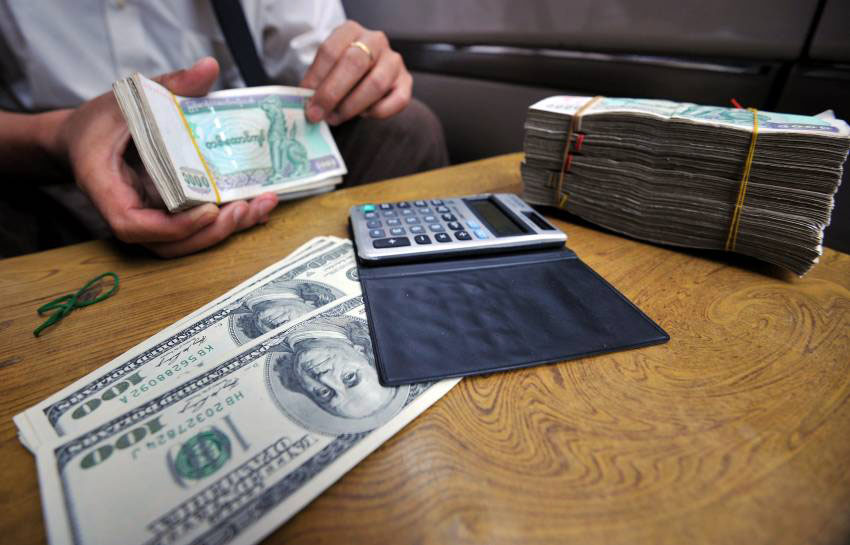 Struggles To Control Tumbling Currency