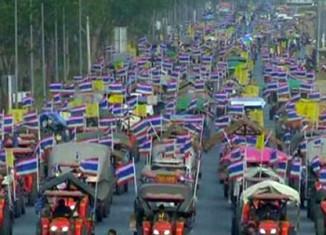 Thai farmers to lay siege to Bangkok's main airport